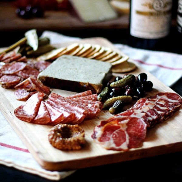 5 Tips for a Fabulous Charcuterie Board