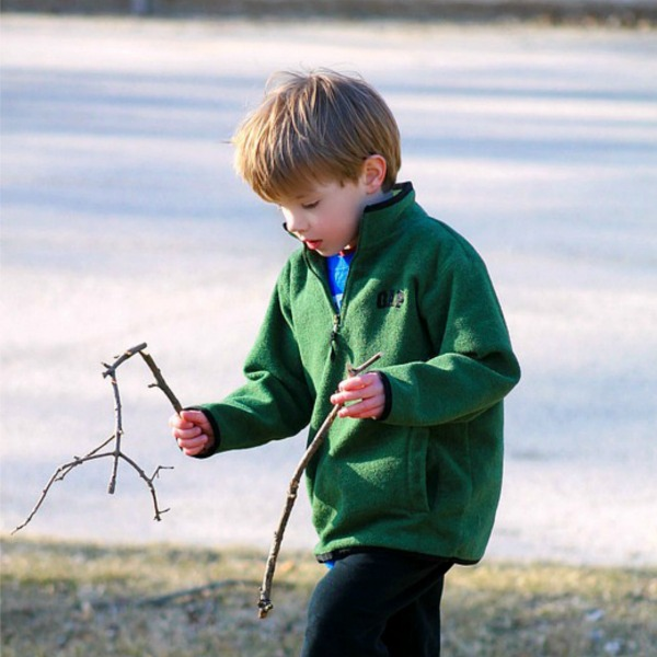 Kids Can Help with Backyard Chores by Fireflies and Mudpies