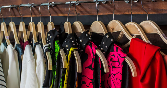 how to organize and clean your closet